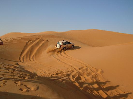 Al Maha, A Luxury Collection Desert Resort & Spa: Dünenfahrt