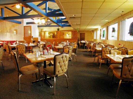 Econo Lodge Inn & Suites Stevens Point: Restaraunt