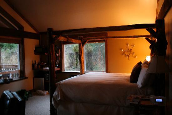 Carson Ridge Luxury Cabins : Love the warm glow of the cabin