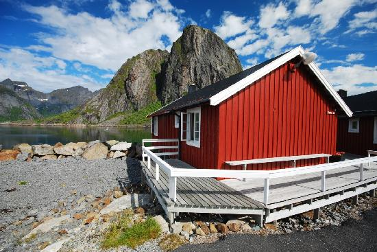 Eliassen Rorbuer: Example big cabin waterfront