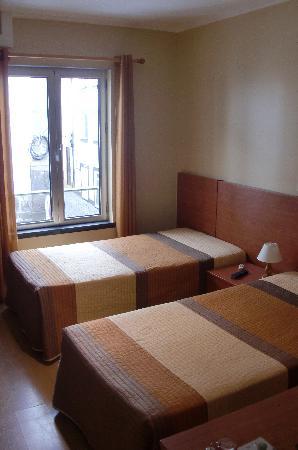 Espirito Santo Hotel: Twin room - in a relatively new building