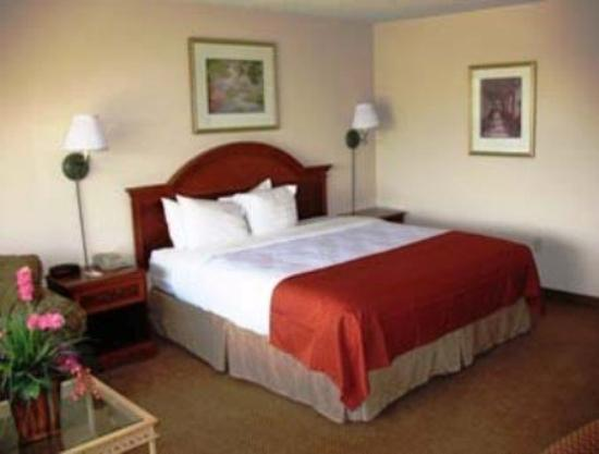 Photo of Baymont Inn & Suites Paris