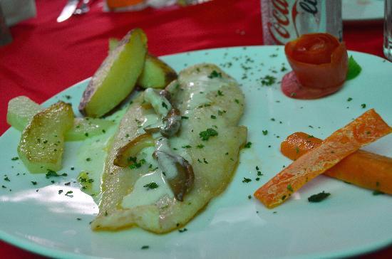 La Claraboya Restaurante: Grilled Corvina