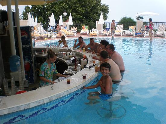Grifid Hotel Vistamar: POOL BAR