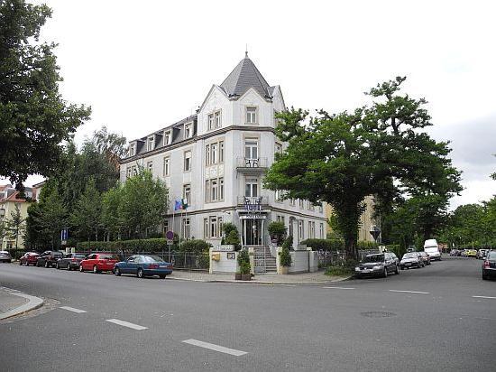 Hotel Smetana: Hotelansicht Haupteingang