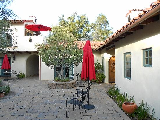 Su Nido Inn - Your Nest In Ojai: Courtyard 2
