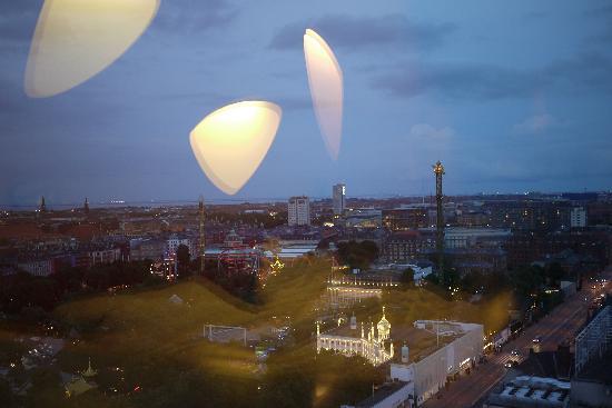 Radisson Blu Royal Hotel Copenhagen : Vue de nuit sur Tivoli