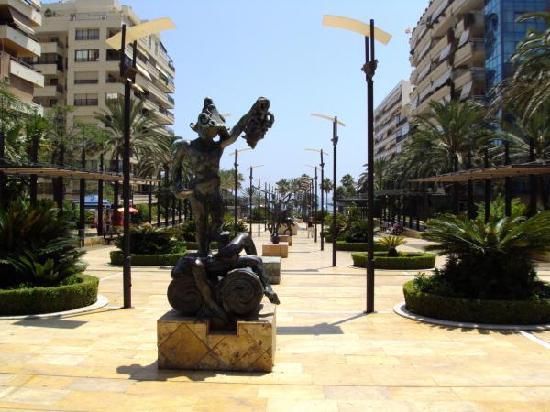 Avenida Ricardo Soriano : ESCULTURAS DE DALÏ