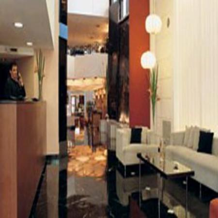 Aspen Towers Hotel: Aspen Towers - Lobby
