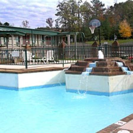 University Inn: Pool View