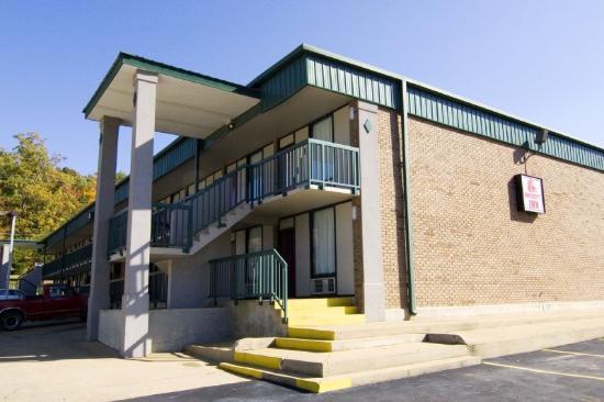 University Inn: Exterior 2