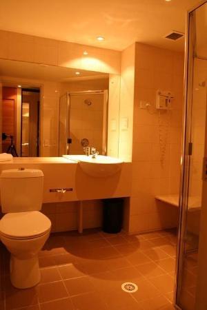 Kingsford Smith Motel: Bathroom