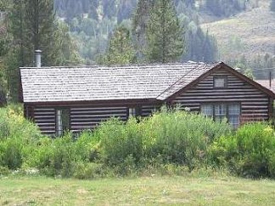 320 Guest Ranch: The Historic McGill Cabin
