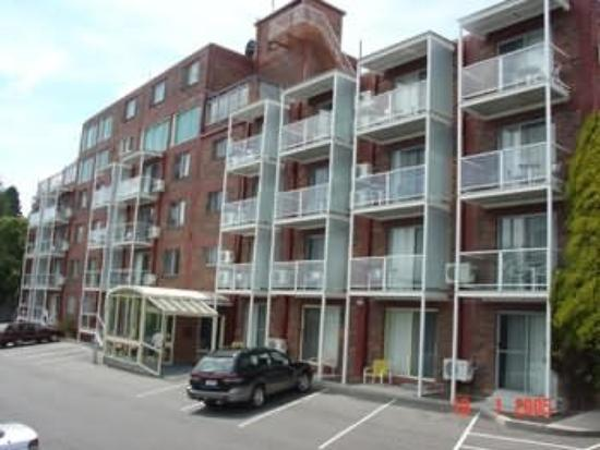 Adina Place City View Apartments: Exterior