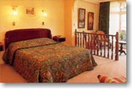 Victoria House Motor Inn: Guest Room