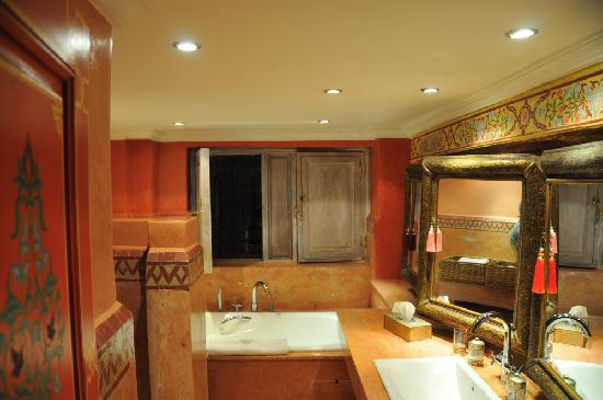Riad Moullaoud: Bathroom