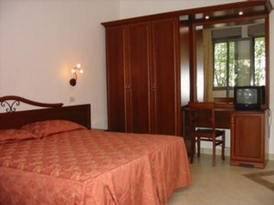 News Plaza Hotel: Guest Room