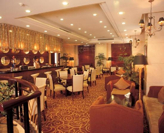 The Bund Hotel: -Lounge