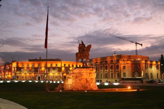 Skanderbeg Square: Platzansicht