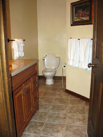 Laurelwood Inn: Bathroom