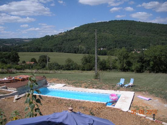 Revelouse: The pool and view along the valley