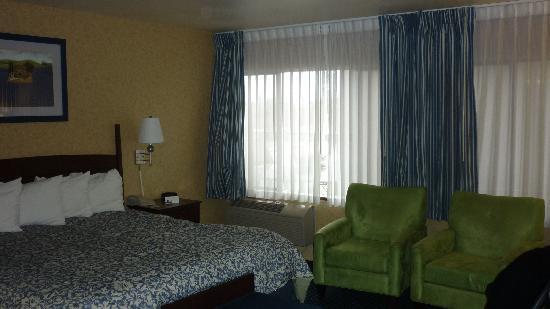 Red Lion Hotel Salem: Our room.