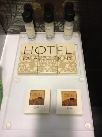 Hotel Palazzo Zichy: dettaglio bagno