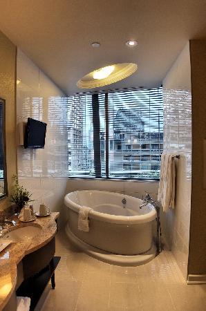 Le St-Martin Hotel Particulier Montreal: Suite Bathtub