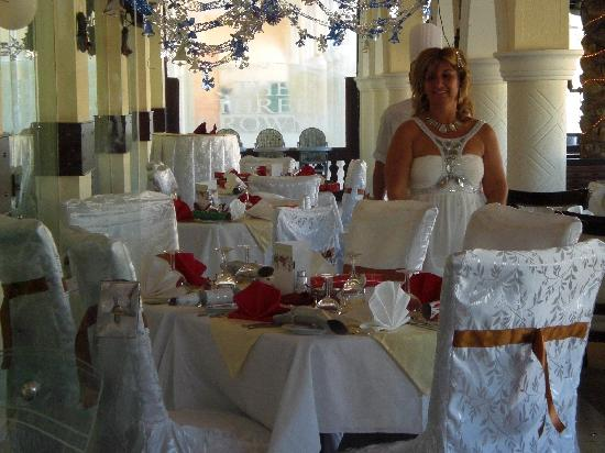 Three Crowns : THE DECORATED TABLES