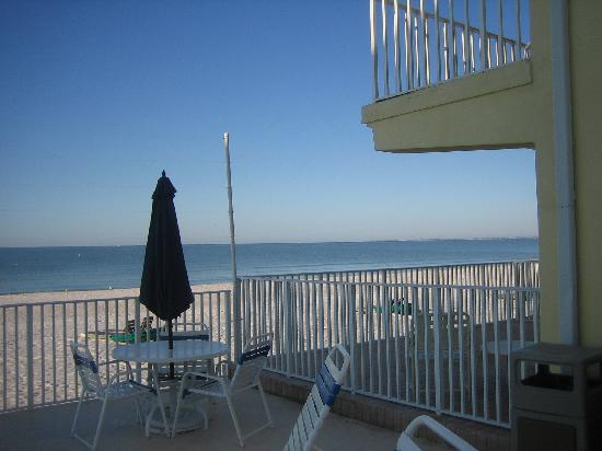 Sandpiper Gulf Resort: 1st floor guest room view