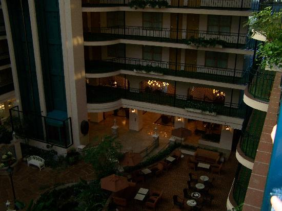 Embassy Suites by Hilton Anaheim North: beautiful view of atrium!