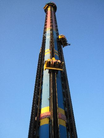 Six Flags St Louis: Tower of power is a must if you like extreme rides! Worth the wait!