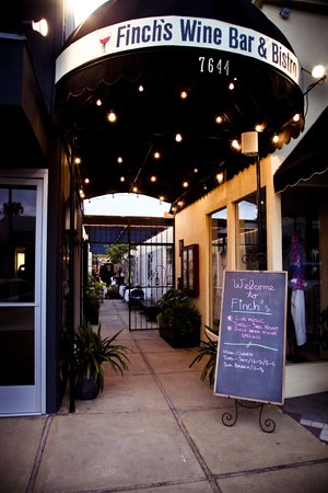 Finchs Bistro & Wine Bar: Finch's Entrance on Girard Ave.