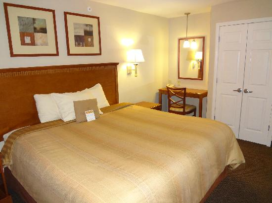 Candlewood Suites San Antonio NW Near Seaworld: King Bedroom