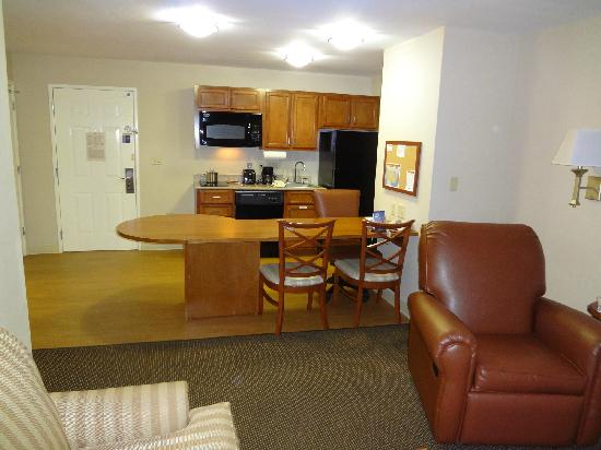 Candlewood Suites San Antonio NW Near Seaworld: View of kitchen from Living room