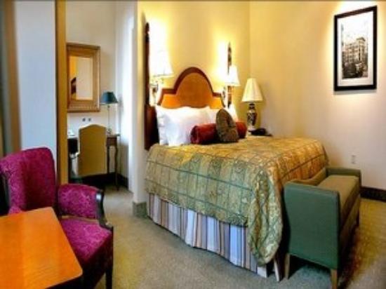 Golden Lustre Hotel: Guest Room