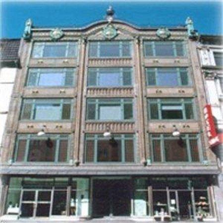 Savoy Hotel: exterior