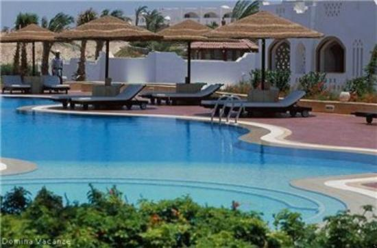 Domina Coral Bay Prestige Hotel: Pool and Terraces