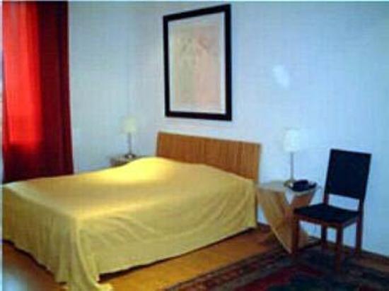 Hotel Emeraude : Guest Room
