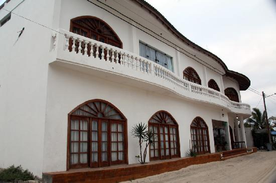 Hotel Albemarle: Front view, adjacent to the beach