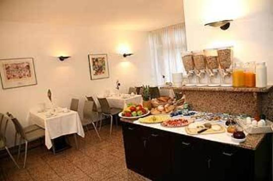 Topas Hotel: Breakfast room