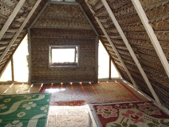 Lagoonarium: Inside of hut