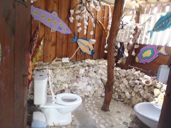 Lagoonarium: Washroom with shower