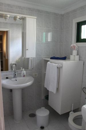 Club Las Adelfas: bathroom