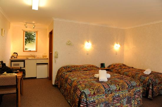 Parklands Motel: studio room for 3 people