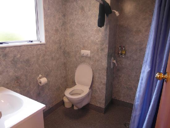 Parklands Motel: the toilet
