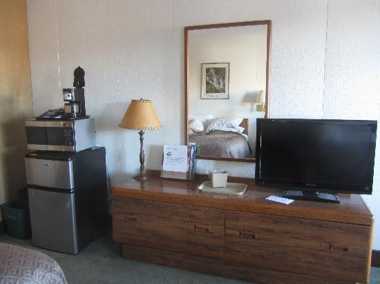 Mountain View Inn: HD TV, Refridge, Microwave