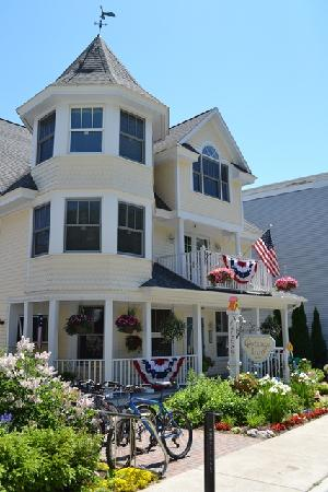 Cottage Inn of Mackinac Island: B&B外観