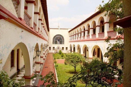 Urdinola Hotel : interior garden