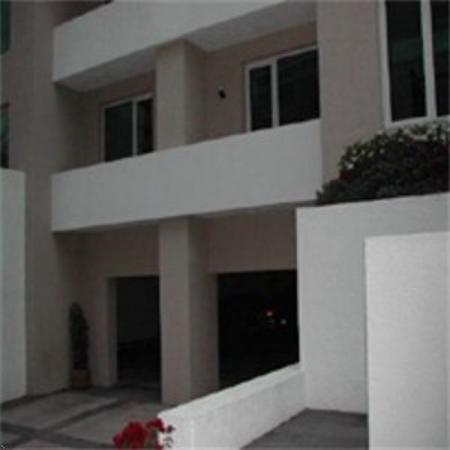 La Loma Suites
